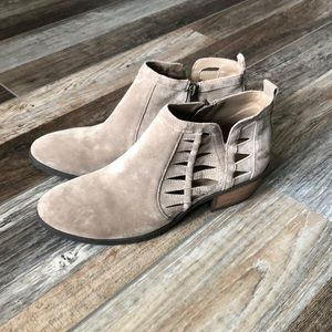 Size 8 Tan Booties